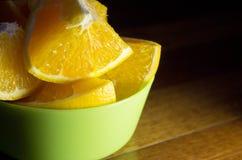 Πορτοκάλι που κόβεται στα τέταρτα Στοκ Εικόνες