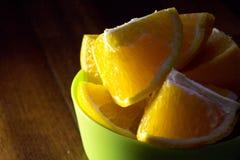 Πορτοκάλι που κόβεται στα τέταρτα Στοκ εικόνα με δικαίωμα ελεύθερης χρήσης