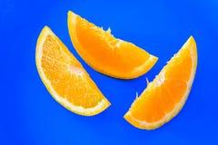 πορτοκάλι που τεμαχίζετ& στοκ φωτογραφίες με δικαίωμα ελεύθερης χρήσης