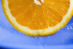 Πορτοκάλι στον πάγο p2 Στοκ φωτογραφίες με δικαίωμα ελεύθερης χρήσης