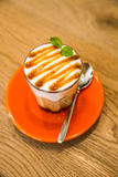 Πορτοκάλι φλυτζανιών καφέ στοκ εικόνα