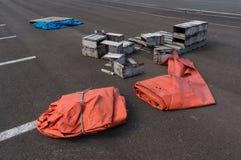 Πορτοκάλι tarp και κιβώτια Στοκ Εικόνες