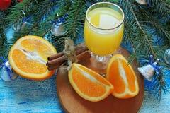 Πορτοκαλής και χυμός από πορτοκάλι νέο έτος ανασκόπησης Στοκ εικόνες με δικαίωμα ελεύθερης χρήσης