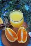 Πορτοκαλής και χυμός από πορτοκάλι νέο έτος ανασκόπησης Στοκ φωτογραφία με δικαίωμα ελεύθερης χρήσης
