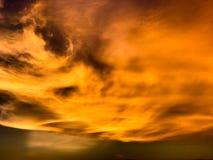 Πορτοκαλής ουρανός στο βράδυ στην Ταϊλάνδη Στοκ φωτογραφίες με δικαίωμα ελεύθερης χρήσης