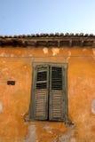 πορτοκαλής τοίχος παραθυρόφυλλων στοκ εικόνα με δικαίωμα ελεύθερης χρήσης