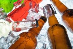 πορτοκαλί διάνυσμα απεικόνισης μπουκαλιών μπύρας ανασκόπησης Στοκ Φωτογραφία