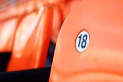 πορτοκαλί κάθισμα 18 αριθμού στοκ εικόνες