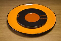Πορτοκαλί κεραμικό πιάτο Στοκ Φωτογραφίες