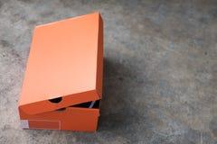 Πορτοκαλί κιβώτιο παπουτσιών εγγράφου στοκ εικόνα