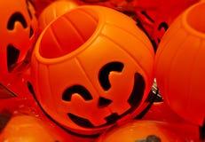 Πορτοκαλί παιχνίδι χαμόγελου προσώπου κολοκύθας αποκριών στοκ φωτογραφίες με δικαίωμα ελεύθερης χρήσης