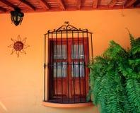 πορτοκαλί παράθυρο τοίχων ξύλινο Στοκ φωτογραφίες με δικαίωμα ελεύθερης χρήσης