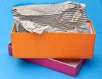 πορτοκαλί ροζ δώρων κιβω&t Στοκ Φωτογραφίες