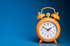 Πορτοκαλί ρολόι συναγερμών Στοκ φωτογραφία με δικαίωμα ελεύθερης χρήσης