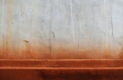 Πορτοκαλί χώμα στο βρώμικο παλαιό σκυρόδεμα για το υπόβαθρο Στοκ φωτογραφίες με δικαίωμα ελεύθερης χρήσης