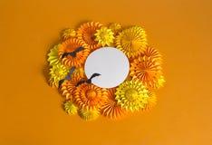 Πορτοκαλιά γιρλάντα του εγγράφου για ένα κόμμα αποκριών Γιορτή γενεθλίων παιδιών ` s Στοκ Εικόνες