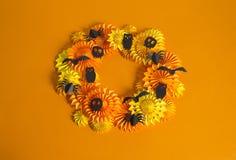 Πορτοκαλιά γιρλάντα του εγγράφου για ένα κόμμα αποκριών Γιορτή γενεθλίων παιδιών ` s Στοκ φωτογραφία με δικαίωμα ελεύθερης χρήσης