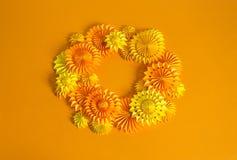 Πορτοκαλιά γιρλάντα του εγγράφου για ένα κόμμα αποκριών Γιορτή γενεθλίων παιδιών ` s Στοκ Εικόνα