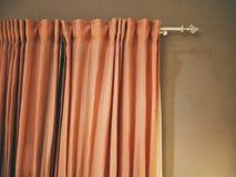 Πορτοκαλιά κουρτίνα υφασμάτων υφάσματος για τη διακόσμηση δωματίων Στοκ φωτογραφίες με δικαίωμα ελεύθερης χρήσης