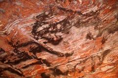 Πορτοκαλιά πέτρα στο ανώτατο όριο ενός τεχνητού grotto Στοκ Φωτογραφίες