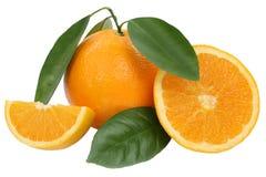 Πορτοκαλιά πορτοκάλια φρούτων με τα φύλλα που απομονώνονται στο λευκό Στοκ φωτογραφία με δικαίωμα ελεύθερης χρήσης