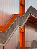 Πορτοκαλιά σκαλοπάτια διαφυγών Στοκ Εικόνες