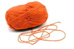 Πορτοκαλιά σφαίρα μαλλιού απομονωμένο στο λευκό υπόβαθρο Στοκ εικόνα με δικαίωμα ελεύθερης χρήσης