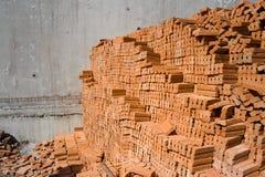 Πορτοκαλιά τούβλα για το υπόβαθρο κατασκευής Στοκ Φωτογραφία