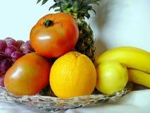 Πορτοκαλιές μπανάνες και ντομάτες λεμονιών ανανά σταφυλιών Στοκ εικόνες με δικαίωμα ελεύθερης χρήσης