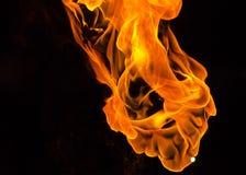 Πορτοκαλιές φλόγες από το μεγάλο φανό Στοκ Εικόνες
