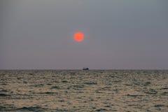 Πορτοκαλής ήλιος, ηλιοβασίλεμα σε Phu Quoc Στοκ Εικόνα