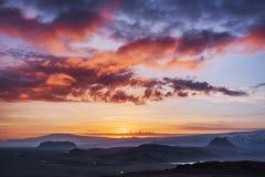 Πορτοκαλής ουρανός πέρα από τα βουνά Ισλανδία Στοκ φωτογραφία με δικαίωμα ελεύθερης χρήσης