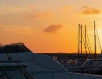 Πορτοκαλής ουρανός πέρα από το λιμάνι Στοκ φωτογραφία με δικαίωμα ελεύθερης χρήσης