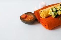 Πορτοκαλής aromatherapy - άλας, σαπούνι, πετσέτες και κεριά λουτρών Στοκ Εικόνα