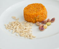 Πορτοκαλί δέρμα επιδορπίων Vegan με τα αμύγδαλα και τα καρύδια Στοκ εικόνα με δικαίωμα ελεύθερης χρήσης