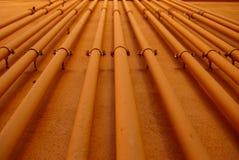 Πορτοκαλί βιομηχανικό υπόβαθρο σωληνώσεων Στοκ φωτογραφία με δικαίωμα ελεύθερης χρήσης