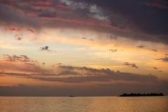 Πορτοκαλί ηλιοβασίλεμα RÃo de Λα Plata από την Ουρουγουάη Στοκ φωτογραφία με δικαίωμα ελεύθερης χρήσης