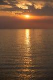 Πορτοκαλί ηλιοβασίλεμα RÃo de Λα Plata από την Ουρουγουάη Στοκ εικόνα με δικαίωμα ελεύθερης χρήσης