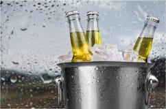πορτοκαλί διάνυσμα απεικόνισης μπουκαλιών μπύρας ανασκόπησης