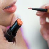 Πορτοκαλί κραγιόν του makeup με το καλλυντικό Στοκ φωτογραφία με δικαίωμα ελεύθερης χρήσης