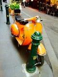 πορτοκαλί μηχανικό δίκυκ&la Στοκ Φωτογραφίες