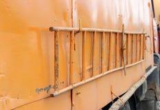 πορτοκαλί νερό Carter σκαλών και η πλευρά της μηχανής ως υπόβαθρο Στοκ Εικόνα