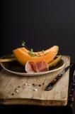 Πορτοκαλί πεπόνι με το prosciutto Στοκ φωτογραφία με δικαίωμα ελεύθερης χρήσης