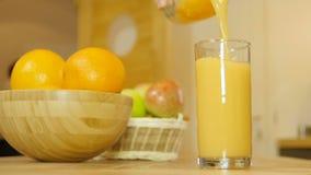 πορτοκαλιά έκχυση χυμού &ga φιλμ μικρού μήκους
