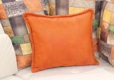 Πορτοκαλιά διακοσμητικά μαξιλάρια Στοκ φωτογραφίες με δικαίωμα ελεύθερης χρήσης