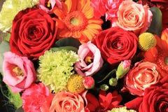 Πορτοκαλιά και κόκκινα γαμήλια λουλούδια Στοκ εικόνα με δικαίωμα ελεύθερης χρήσης