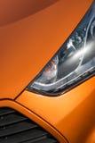 Πορτοκαλιά κινηματογράφηση σε πρώτο πλάνο σπορ αυτοκίνητο Στοκ φωτογραφία με δικαίωμα ελεύθερης χρήσης