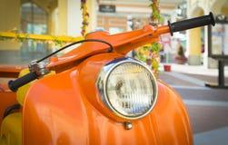 Πορτοκαλιά μοτοσικλέτα μηχανικών δίκυκλων Στοκ Εικόνα
