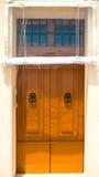Πορτοκαλιά μπροστινή πόρτα στοκ φωτογραφία με δικαίωμα ελεύθερης χρήσης