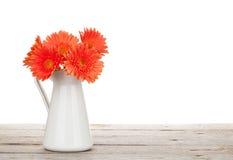 Πορτοκαλιά λουλούδια gerbera στη στάμνα στοκ φωτογραφίες με δικαίωμα ελεύθερης χρήσης